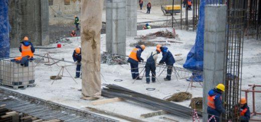 Под Петербургом на рабочего из Узбекистана упала бетонная плита