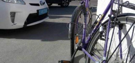 ДТП в Днепре: велосипедист врезался в легковушку